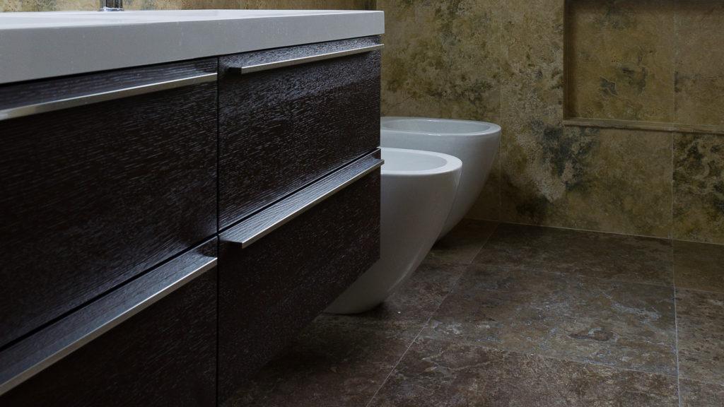 Полы в ванных комнатах