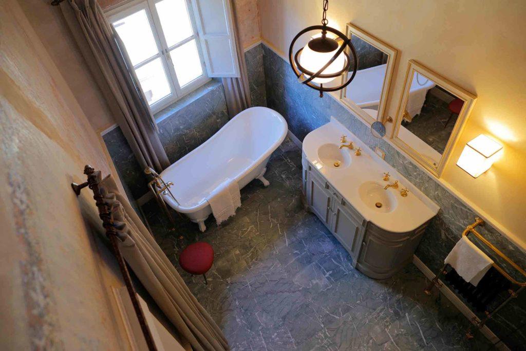 Мраморные ванные комнаты