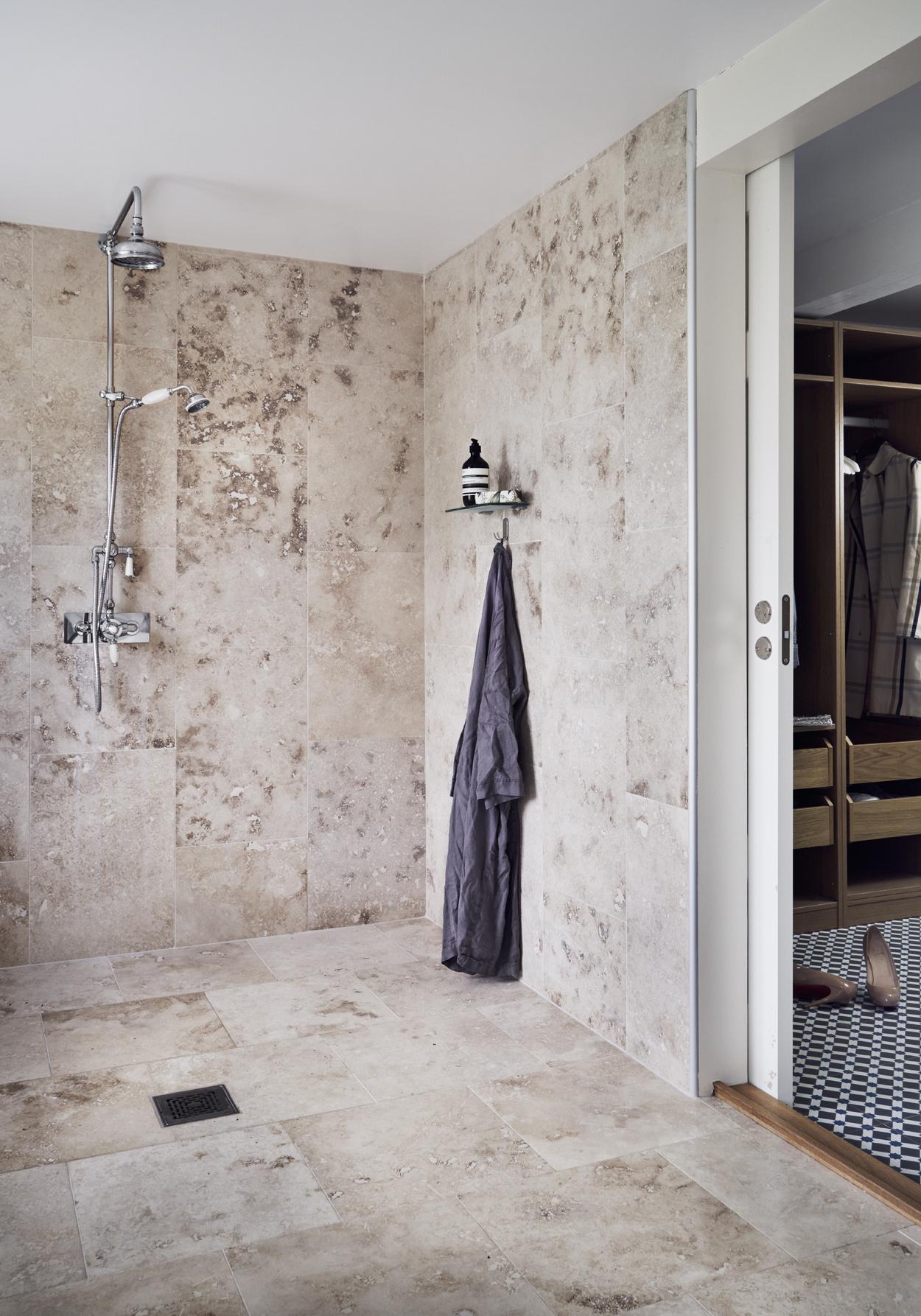 Fantastik frank интерьер вилла швеция ванная комната травертиновые полы
