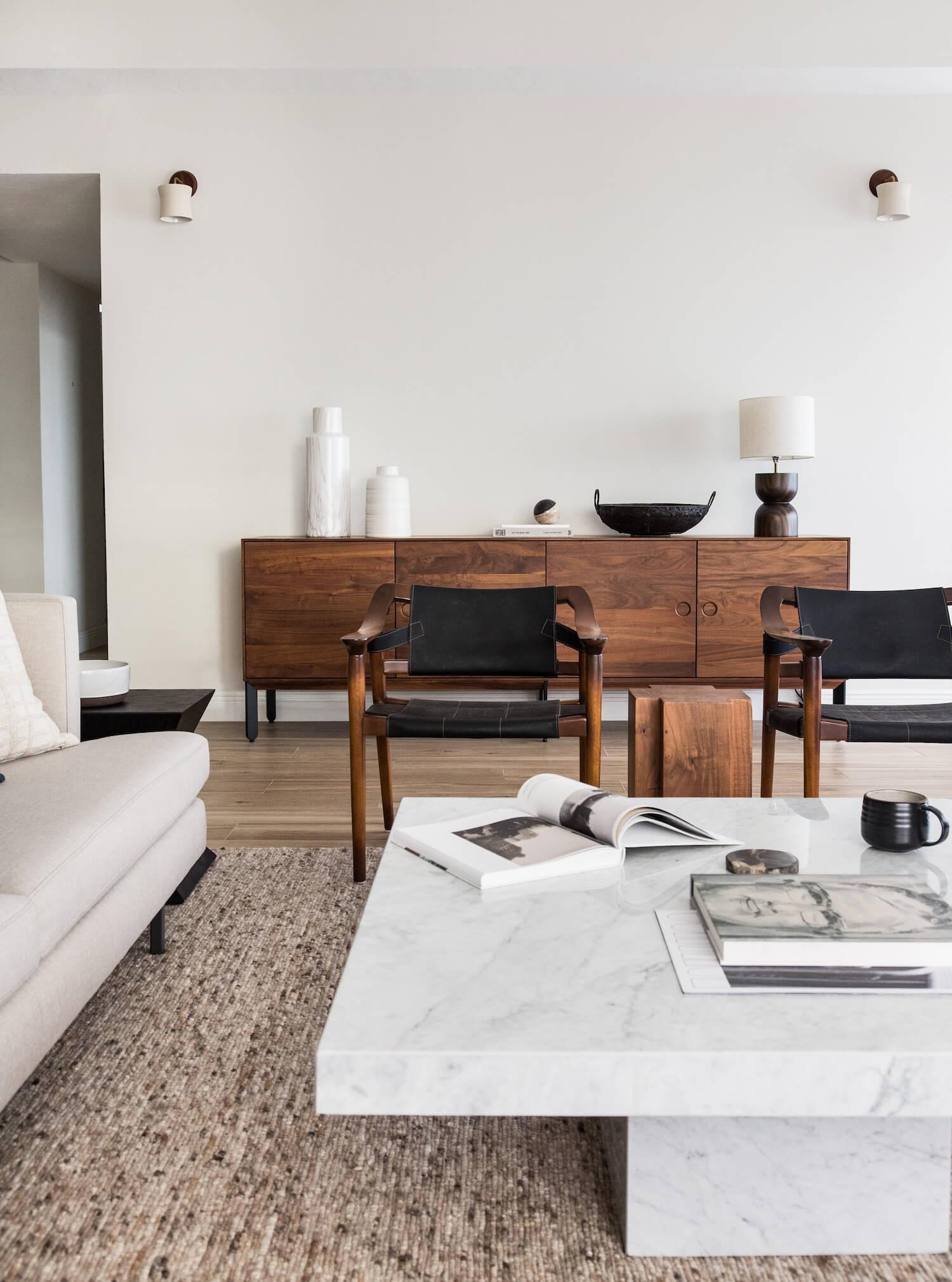 Журнальный столик из мрамора и камня Rapolano