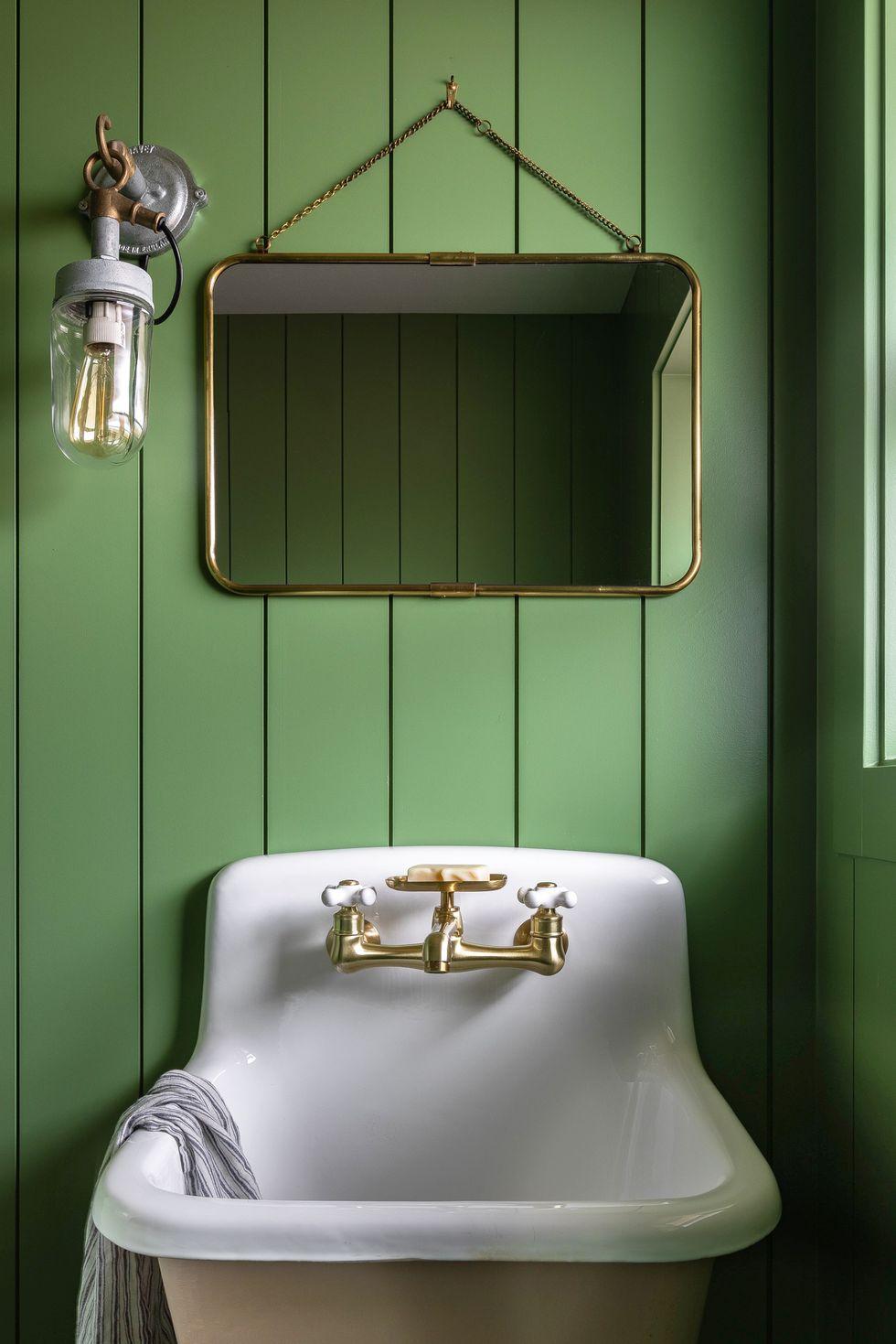 Современная деревенская мебель в ванной